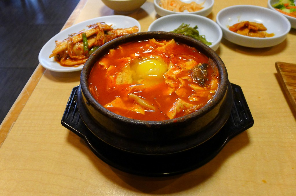 Dumpling soft tofu stew with banchan