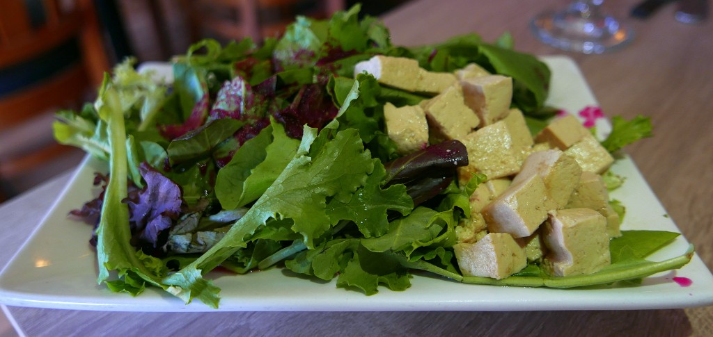 Tofu salad with beet and raspberry vinaigrette 4